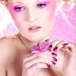bella ragazza con make up rosa e viola