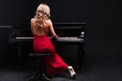 Donna la pianoforte
