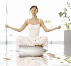 Acquario che fa yoga