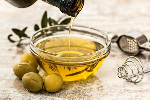 Come preparare in casa un olio per combattere la cellulite e altri metodi naturali
